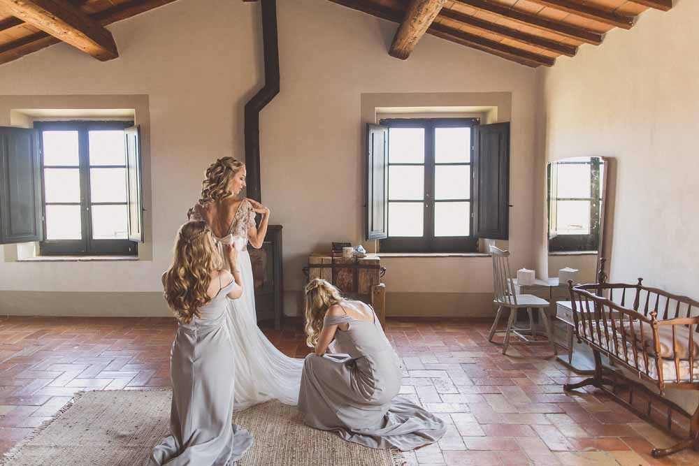 Rustic Hilltop Wedding Flowers Tuscany Italy Passion for Flowers Karen Morgan061