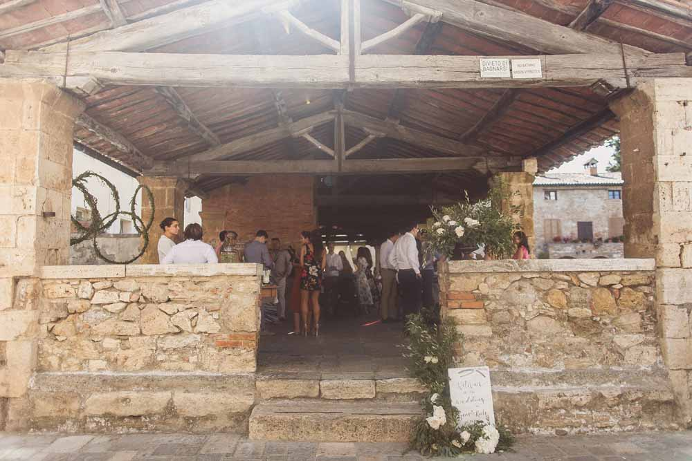 Outdoor wedding ceremony Tuscany