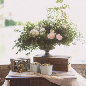 Petal bar, wedding confetti ideas. Destination wedding Tuscany