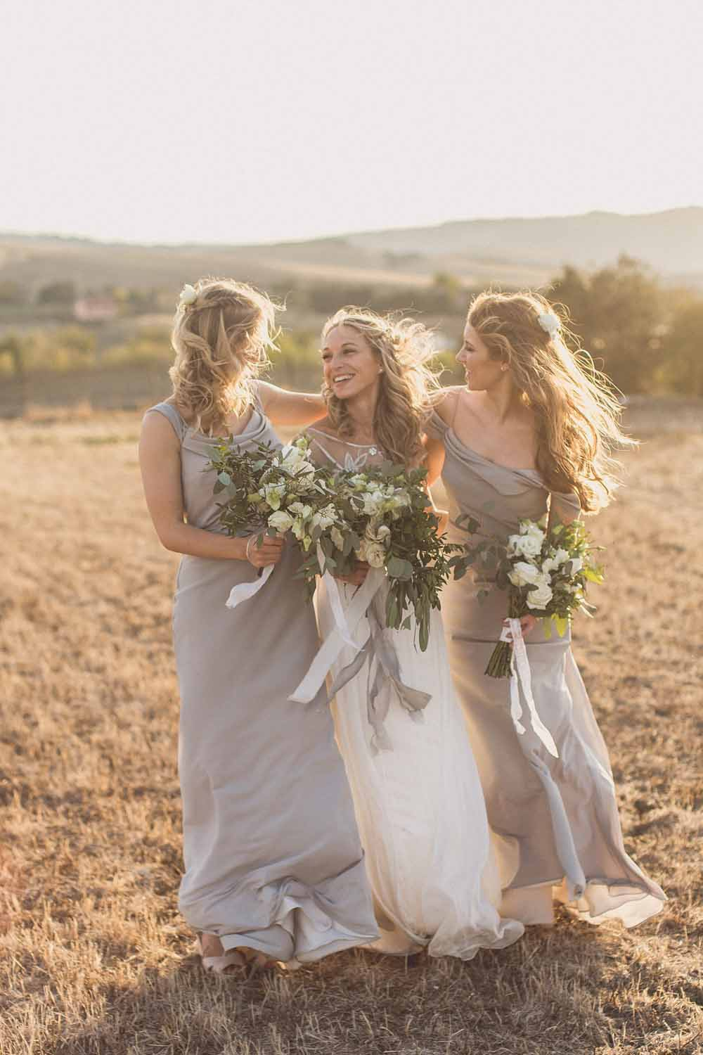 Grey bridesmaids dressed organic white green bouquets Passion for Flowers