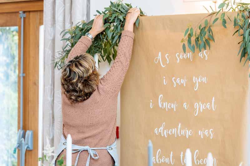 gold-green-wedding-colours-centrepieces