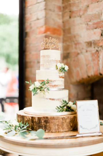 Flower ideas for naked wedding cake