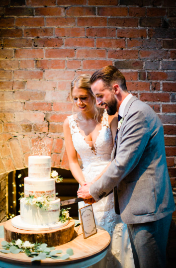 Shustoke Farm Barns wedding cake ideas
