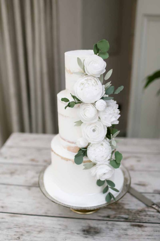 Wedding cake flowers white green