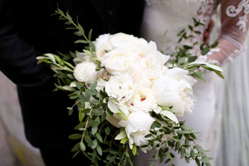 White green wedding bouquets elegant